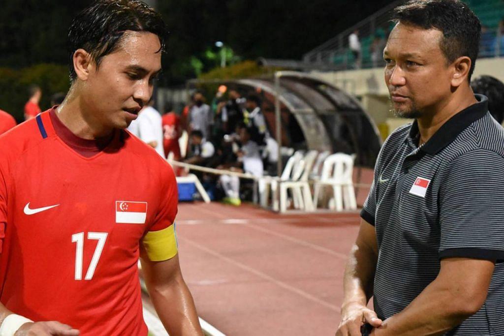 NILAI KELAKONAN: Fandi Ahmad (kanan) kelihatan bersama Sharil Ishak selepas perlawanan menentang Fiji. Pasukan bola sepak nasional di bawah pimpinan Fandi Ahmad telah menunjukkan tanda positif. - Foto FAS
