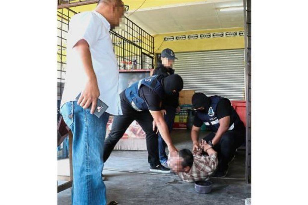 Seorang suspek pengganas daripada kumpulan Ar Rayah Member ditangkao di Kota Baru, Kelantan.