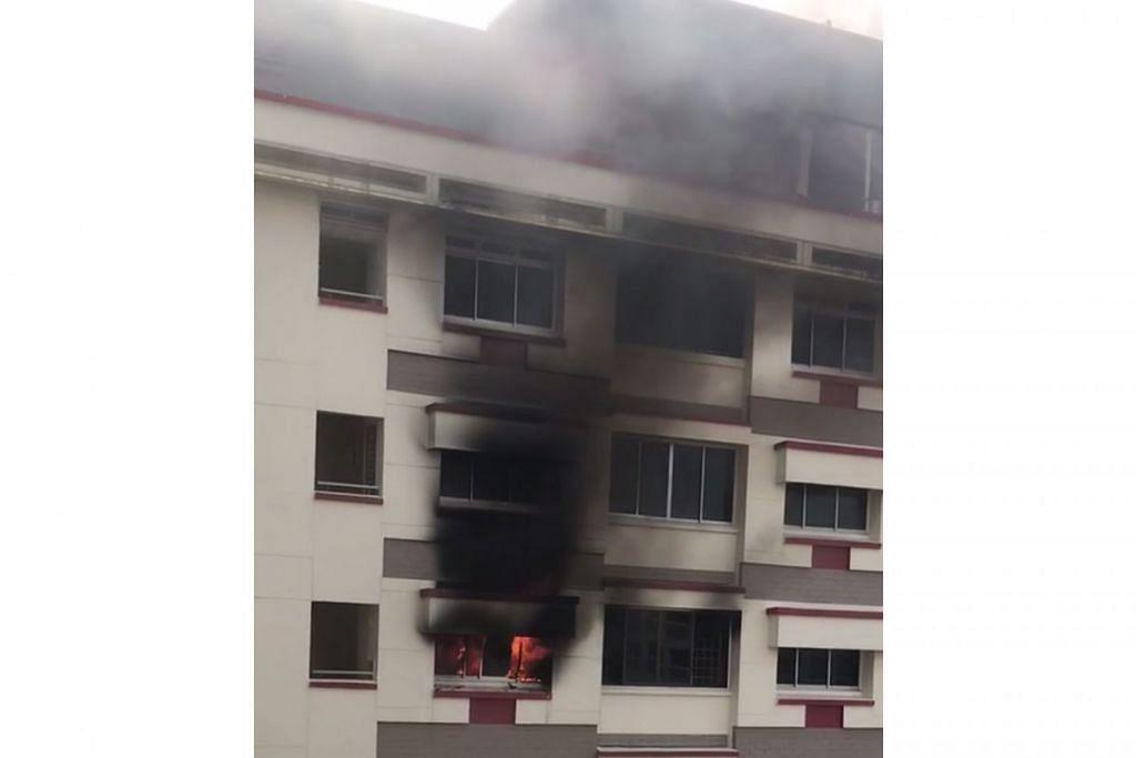 MARAK: Kebakaran di Blok 307, Tampines Street 32 pagi semalam menjejas barangan di bilik tidur. - Foto SHIN MIN