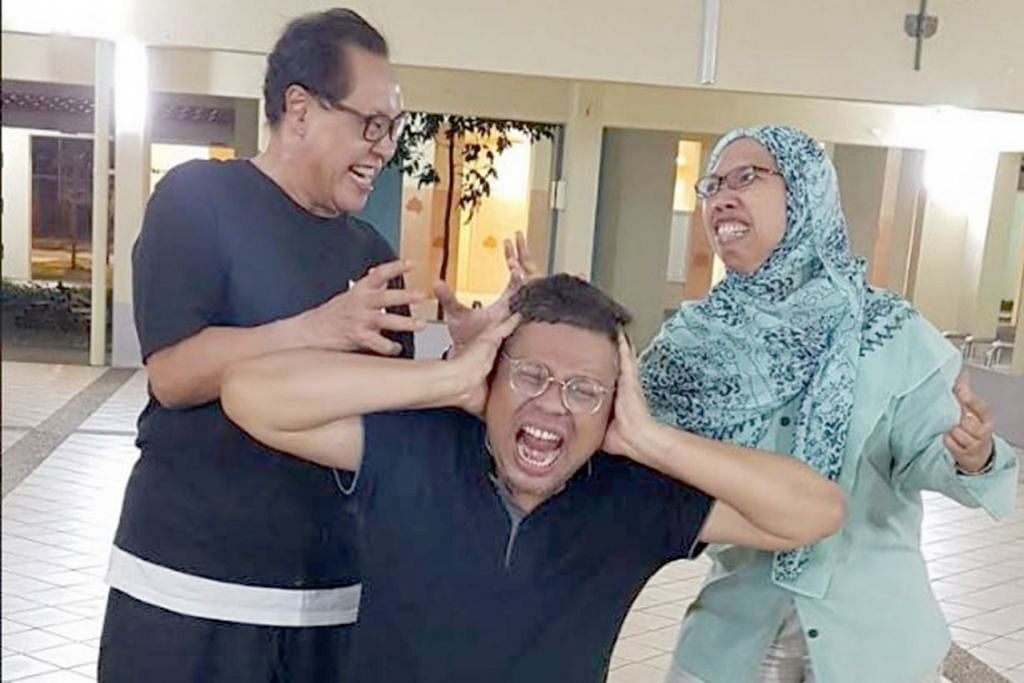 GABUNG UNTUK MENGHIBURKAN: Kumpulan Dolminamat yang dibintangi Ary Rahman, Junaidah Mohd Noor dan H.S. Razak. - Foto ARY RAHMAN