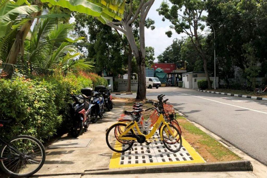 LEBIH TERSUSUN: Dengan adanya ruang khas bagi meletak basikal seperti di Loyang Way ini, LTA memberi kemudahan kepada pengguna di samping menjadikan persekitaran lebih rapi - Foto LTA