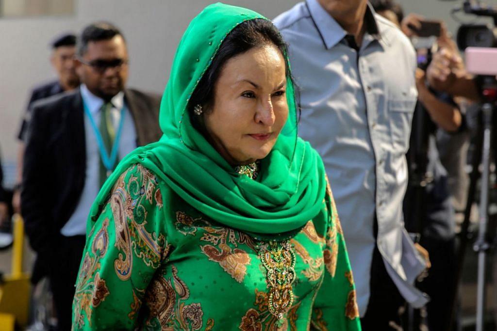 MUNGKIN DIDAKWA: Datin Seri Rosmah Mansor tiba di ibu pejabat Suruhanjaya Pencegahan Rasuah Malaysia (SPRM) pada 10 pagi semalam untuk disoal siasat. - Foto AFP