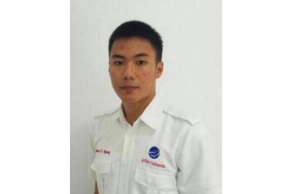 Encik Anthonius Gunawan Agung, 21 tahun, terpaksa terjun dari menara kawalan udara setinggi empat tingkat apabila gegaran semakin kuat. Beliau  mengalami patah kaki serta kecederaan dalaman  lain dan meninggal dunia ketika menunggu  dipindahkan oleh helikopter.