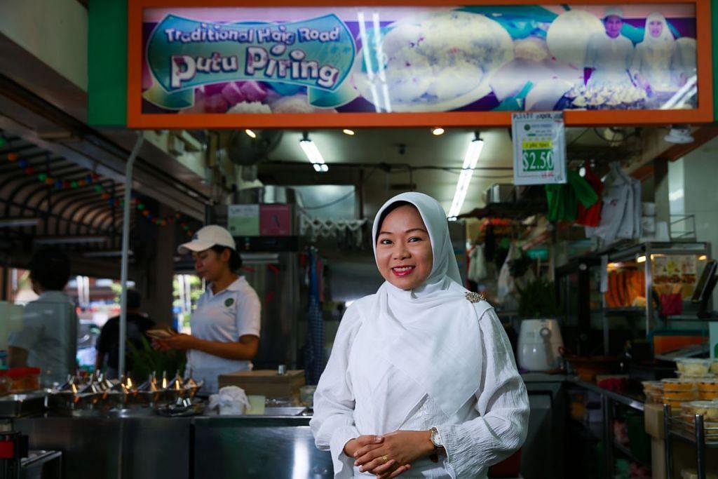 TURUN-TEMURUN: Cik Nooraisha Mohamad Hashim merupakan generasi keempat keluarganya yang mewarisi perniagaan Traditional Haig Road Putu Piring yang amat terkenal di negara ini. - Foto BH oleh SONG TAO
