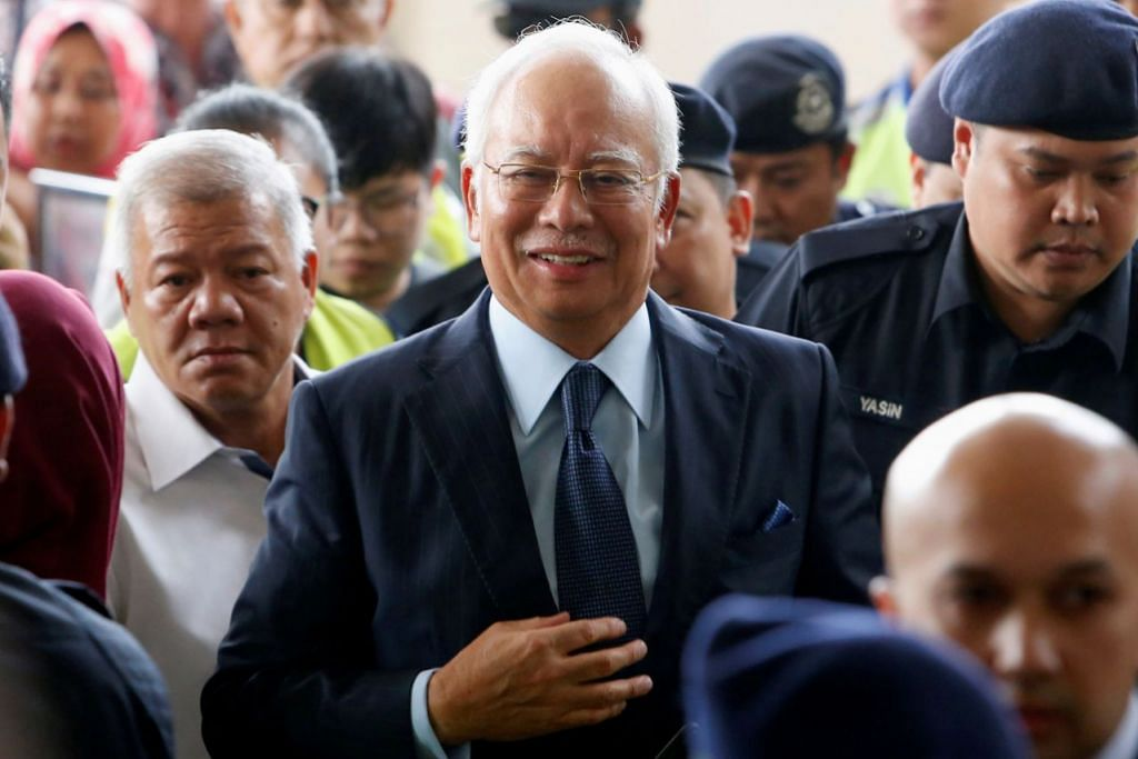 War of words erupt between Najib's lawyers and prosecution team