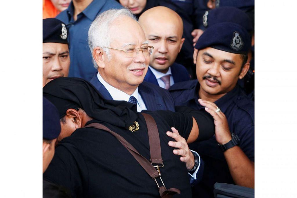 SEBUTAN KES: Datuk Najib meninggalkan mahkamah di Kuala Lumpur semalam selepas sebutan kesnya selesai. - Foto REUTERS