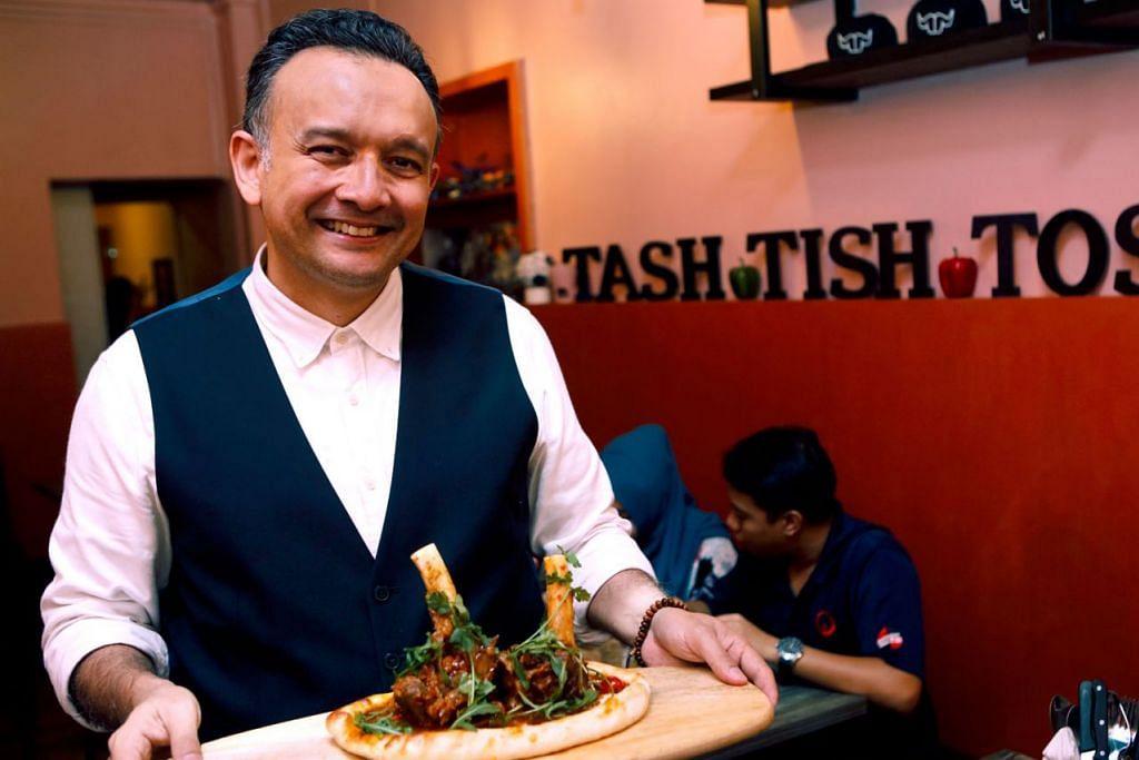 DAKAP TEKNOLOGI: Pemilik Tash Tish Tosh, Encik Wahid Allapitchay, akan mengongsi pengalamannya menggunakan teknologi di kafenya bagi meningkatkan daya penghasilan. - Foto fail