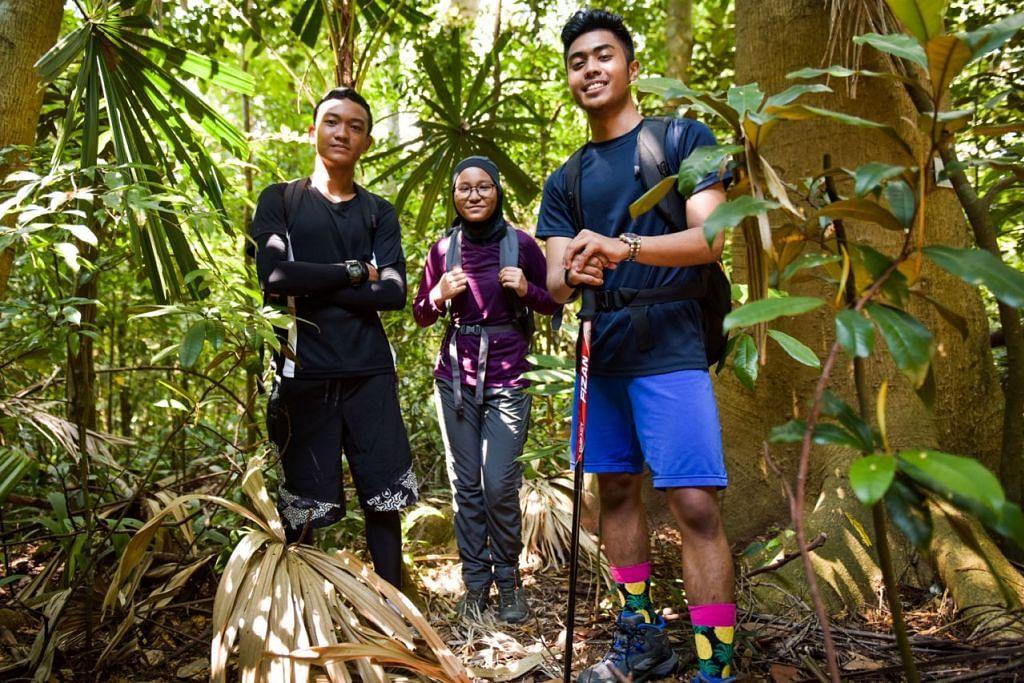 SEMANGAT BERKOBAR-KOBAR: (Dari kiri) Mohd Rizq Andhika Radin Mohd Nizam, Sofi Sofiyah Rahmat dan Daing Izz Isyraf Daing Zahid, tidak perlu berfikir lama untuk menyahut cabaran mendaki Gunung Fansipan yang bermatlamat murni - mengumpul dana bagi Dana Amanah Pendidikan (ETF) yang membantu menampung keperluan pendidikan anak-anak Melayu/ Islam dari keluarga kurang berkemampuan. - Foto BH oleh MATTHIAS CHONG