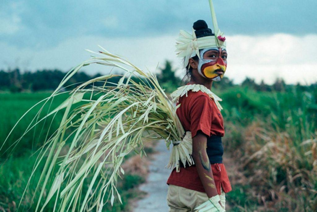 ADAT BALI DISELONGKAR: Filem 'The Seen and Unseen' meneroka kisah kematian mengikut sudut pandangan kanak-kanak dan kepercayaan Bali bagi menawarkan satu kelainan. - Foto ihsan KAMILA ANDINI