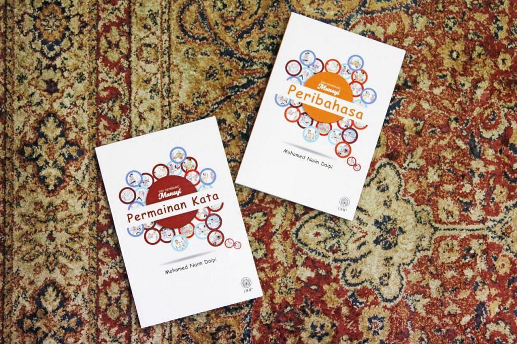 BUAH TANGAN TERAKHIR: Dua buku yang memaparkan 245 peribahasa dan lima set permainan dengan 36 kegiatan seperti kata bersilang dan piramid kata dalam setiap set ini khusus sebagai bahan rujukan pelajar dan pendidik bahasa Melayu. - Foto BH oleh JEREMY KWAN