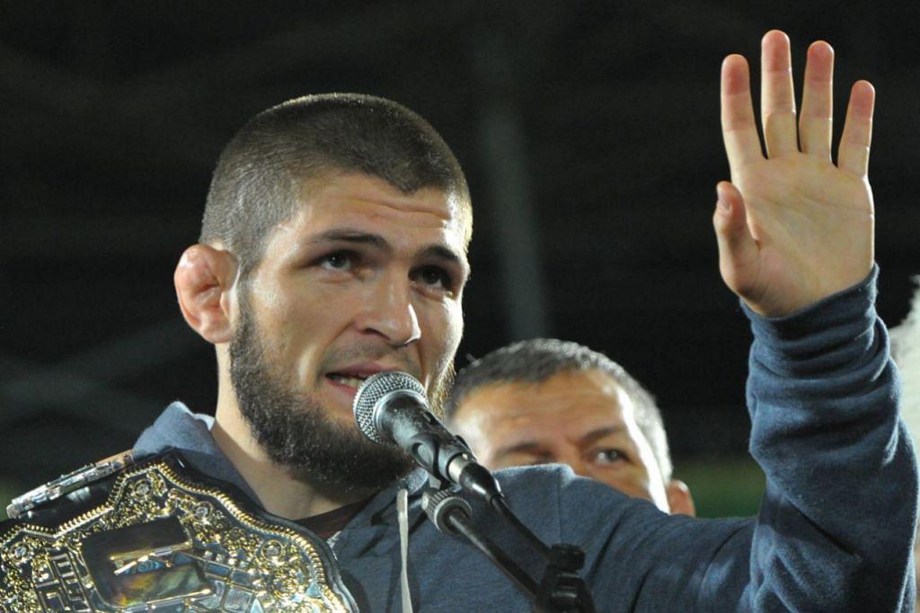 BERI AMARAN: Mayweather memberi amaran kepada Khabib Nurmagomedov (gambar atas) bahawa beliau sedia berlawan dengan ahli MMA itu dalam gelanggang tinju. - Foto Reuters