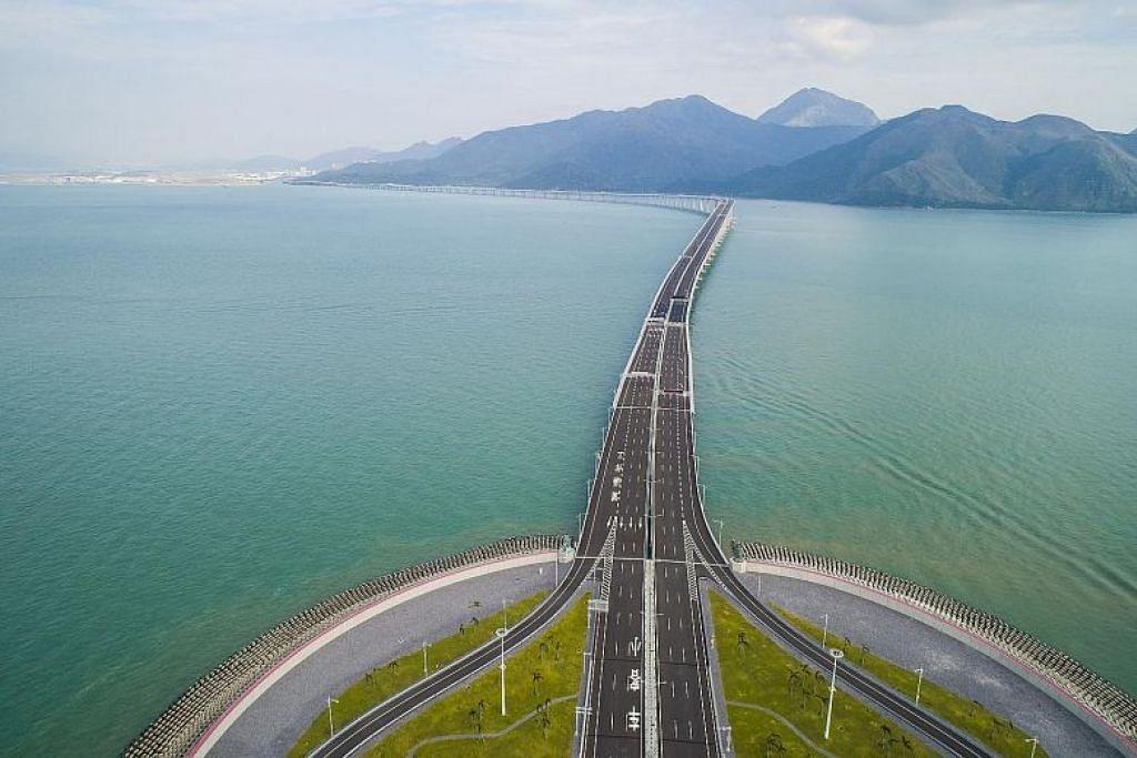 Jambatan Hongkong-Zhuhai-Macau sepanjang 55 kilometer ini akan dibuka esok.