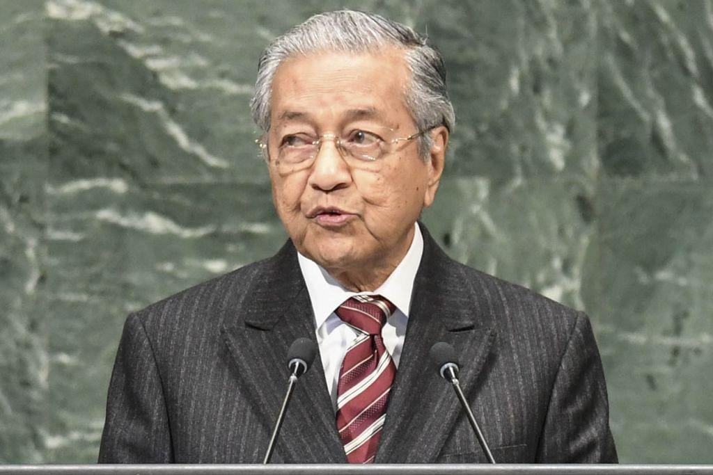 """""""Perjuangan Umno ialah untuk kekalkan Najib (Datuk Seri Najib Tun Razak) sebagai pencuri yang terbesar. Itu bukan Umno, Umno sudah tiada. Umno yang saya pimpin di masa lalu berjuang untuk agama, bangsa dan negara. Kini Umno hanya berjuang untuk mempertahankan Najib sebagai penyangak."""" - Tun Dr Mahathir Mohamad, Perdana Menteri Malaysia."""