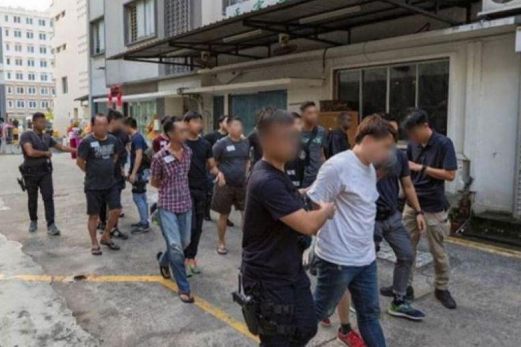 66 orang diberkas dalam serbuan serentak di serata Singapura semalam.