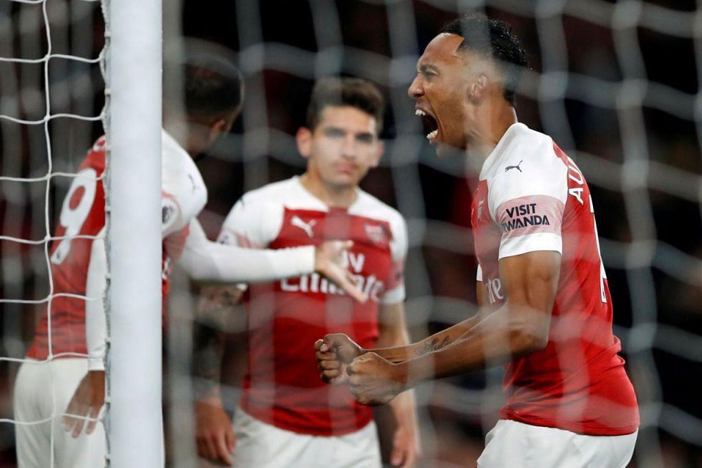 SUMBANG KEMENANGAN: Pemain Arsenal Pierre-Emerick Aubameyang (kanan) memberikan reaksi selepas menjaringkan gol dalam perlawanan menentang Leicester City. - Foto REUTERS