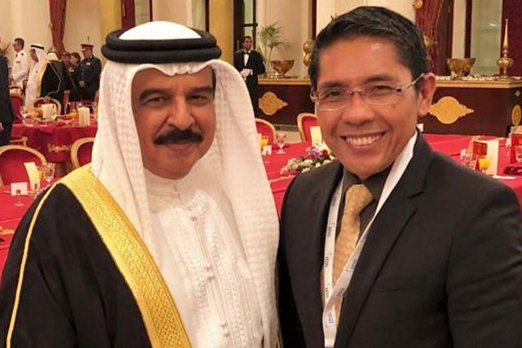 PERKUKUH IKATAN: Dr Maliki (kanan) sempat beramah mesra dengan Raja Hamad Isa Al Khalifa dalam satu majlis makan malam bagi golongan ketua delegasi. - Foto MINDEF