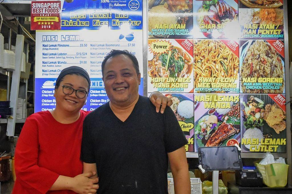SAJIAN MENARIK: Encik Mohd Jasman Osman dan isterinya, Cik Norafiah Jafridin (gambar atas) menyediakan aneka nasi lemak di gerai mereka.  - Foto BH oleh SYAZA NISRINA
