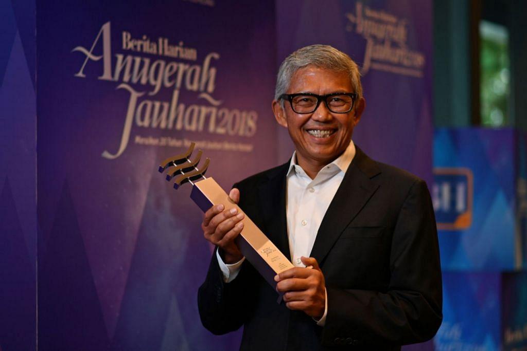 RENDAH HATI: Usah gigih dan tekad untuk berjaya adalah kunci kejayaannya, kata Encik Bahren Shaari, yang dipilih sebagai pemenang Anugerah Jauhari Berita Harian 2018.