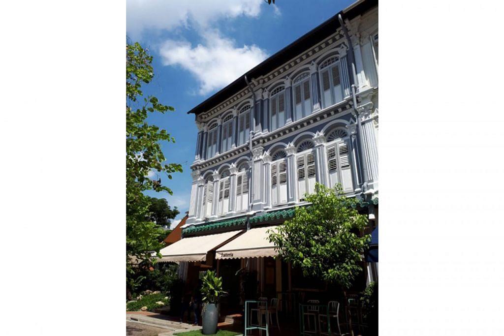 STRATEGI PELABURAN: Dua rumah kedai bersebelahan di 40 dan 41 Duxton Hill dijual pada harga $24.8 juta. Kedua-dua rumah kedai itu terletak di ruang dengan tempoh pegangan sewa selama 99 tahun dan ia mempunyai baki 69 tahun lagi sebelum tempoh pajakan itu habis. - Foto MONDANIA PTE LTD