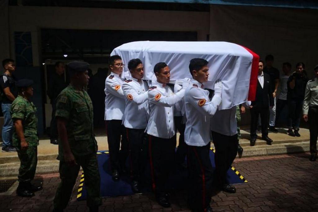 CFC Liu Kai, yang meninggal dunia semasa latihan, diberi pengebumian tentera hari ini.
