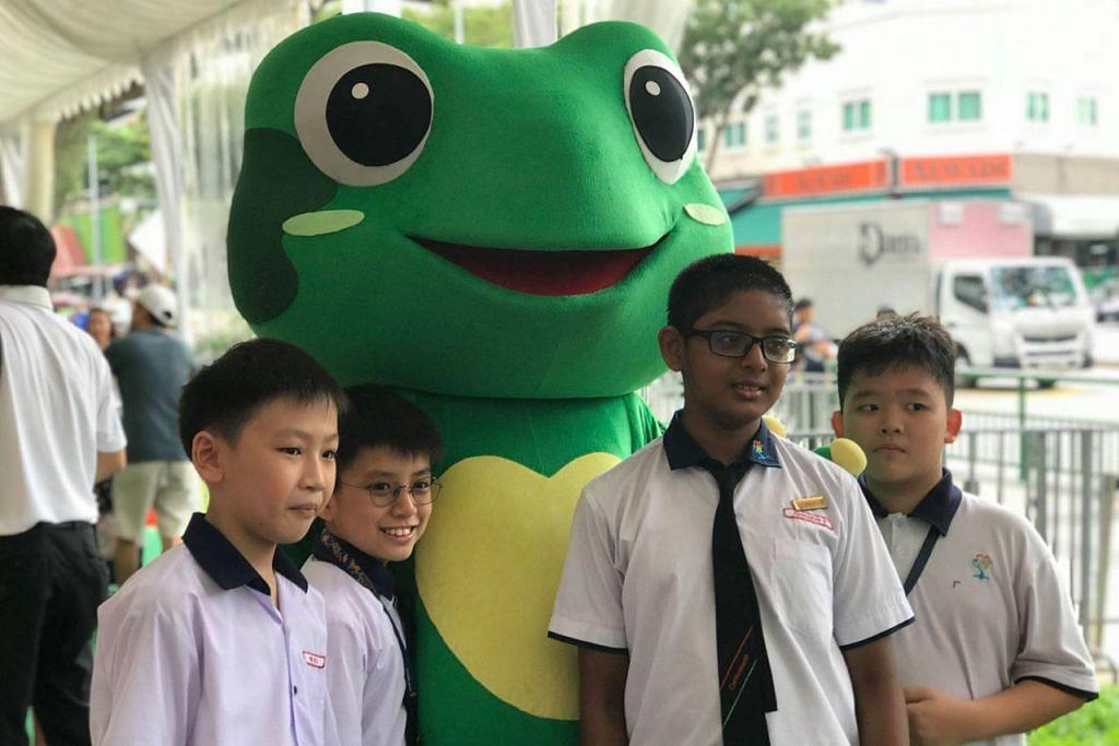 MASKOT KEMPEN: 'Captain Green' ialah katak hijau yang menggalakkan sekitaran bersih dan menghijau. - Foto FACEBOOK NEA
