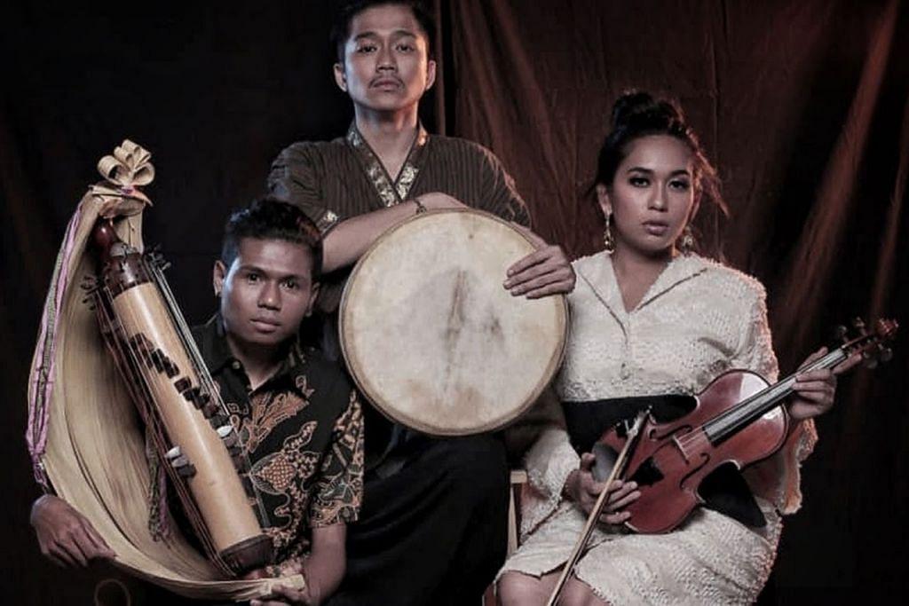 ARTIS INDONESIA: Mia Ismi (kanan) merupakan penulis, penggubah lagu, pemuzik dan penyanyi yang akan berganding dengan Kiel Dharmawel dan Berto Pah pemuzik yang sering mewakili Indonesia dalam festival muzik antarabangsa. - Foto GLOBAL CULTURAL ALLIANCE