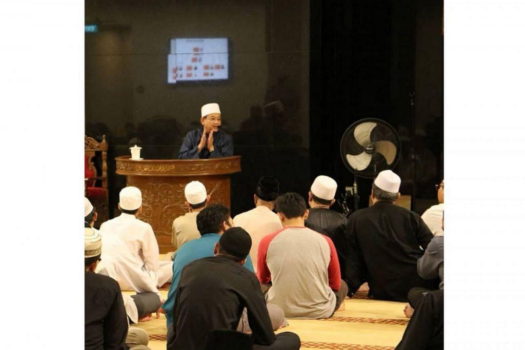 KONGSI PENGAJARAN: Mufti Dr Mohamed Fatris Bakaram dalam ceramahnya di Masjid Yusof Ishak baru-baru ini menasihati dan mengingatkan umat Islam supaya menjadi masyarakat yang progresif, berilmu dan bijak sebelum menyebarkan maklumat. - Foto MASJID YUSOF ISHAK