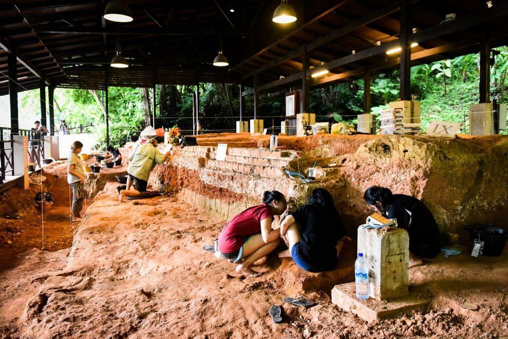 TUTUP SETELAH 17 TAHUN: Tapak pameran Penggalian Arkeologi, yang baru-baru ini menjadi tempat penggalian artifak selama dua bulan, kini ditutup bagi menjalani kerja-kerja peningkatan. - Foto BH oleh MATTHIAS CHONG