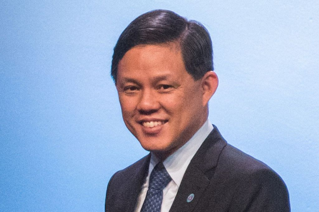 """Di sebalik sentimen anti-penyejagatan dan ketegangan dagangan, Asean akan terus kekal terbuka dan terhubung, dan memanfaatkan kekuatan kita secara kolektif bagi mengharungi trend yang mengganggu dan memperkukuh kerelevanan kita dalam ekonomi dunia."" - Menteri Perdagangan dan Perusahaan Singapura, Encik Chan Chun Sing."