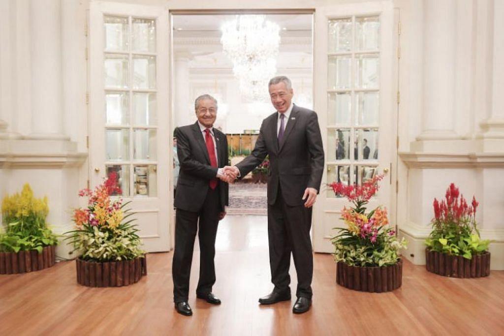 PM Lee dan Perdana Menteri Malaysia Mahathir Mohamad di Istana pada 12 November. Foto: ALPHONSUS CHERN