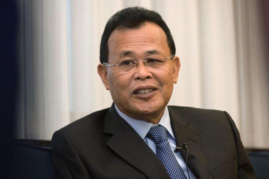 Menteri Besar Osman Sapian berkata projek membina jambatan baru mungkin akan bermula jika semua pihak bersetuju akan cara mengatasi kesesakan lalu lintas di Koswe Johor dan Linkedua Malaysia-Singapura. Foto: FAIL