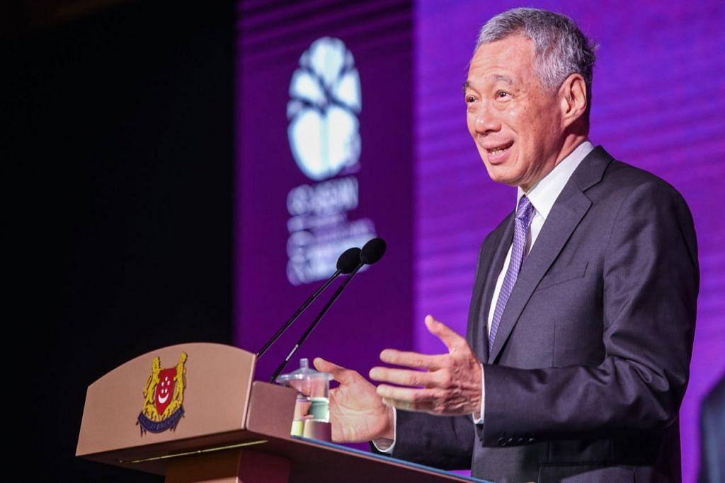 PERKUKUH INTEGRASI: Perdana Menteri Lee Hsien Loong menggesa supaya Asean mempertingkat integrasi demi meraih manfaat yang lebih besar. - Foto SPH