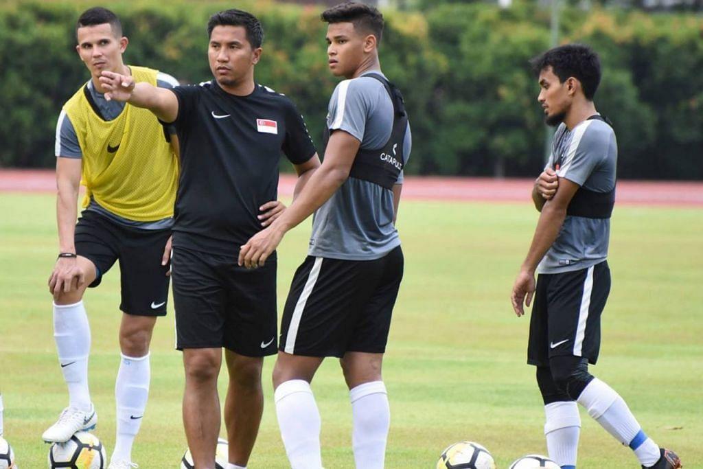 PERANAN BARU: Alam Shah (tengah) sedia menyahut cabaran sebagai mentor kepada pemain negara dan berharap pengalamannya sebagai pemain dapat menjadi iktibar. – Foto FAS