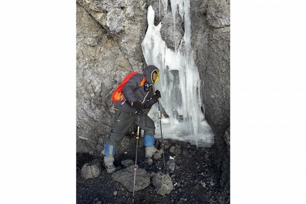 PENCAIRAN AIR BATU: Beginilah keadaannya apabila bongkah ais mengalami proses pencairan. – Foto ihsan MOHAMMAD RAFIE SABARSHAH