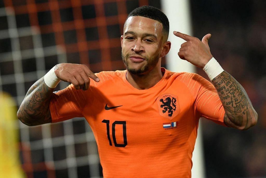SUMBAT GOL: Pemain penyerang Belanda, Memphis Depay, meraikan kejayaannya menjaringkan gol kedua pasukan itu dalam perlawanan menentang Perancis Jumaat lalu. - Foto AFP