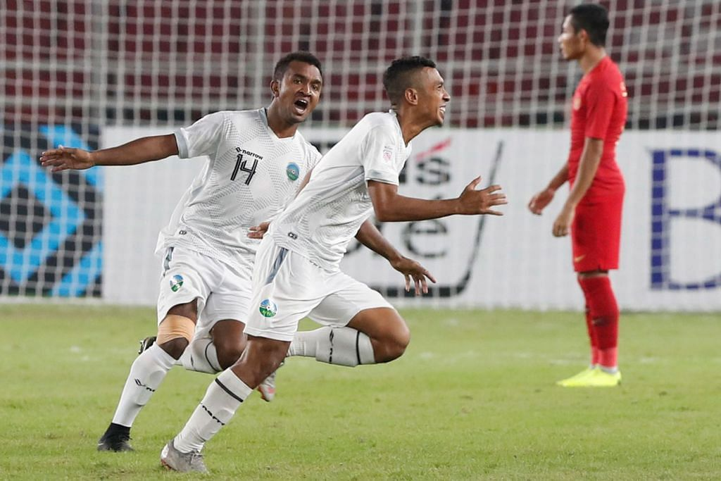 PENYERANG MUDA BERBAKAT: Penyerang muda Timor-Leste, Rufino Gama (kanan) membuka tirai jaringan ketika menentang Indonesia dalam perlawanan kedua mereka di Piala AFF Suzuki. - Foto fail