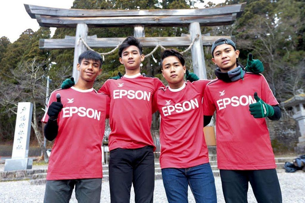 PELUANG KEEMASAN: Pemain bola sepak belia dari Singapura (dari kiri) Muhammad Izzan, Mohamed Ilhan, Muhamad Irfan dan Muhammad Danish Haziq berpeluang menyertai latihan di Matsumoto, Jepun. - Foto EPSON SG