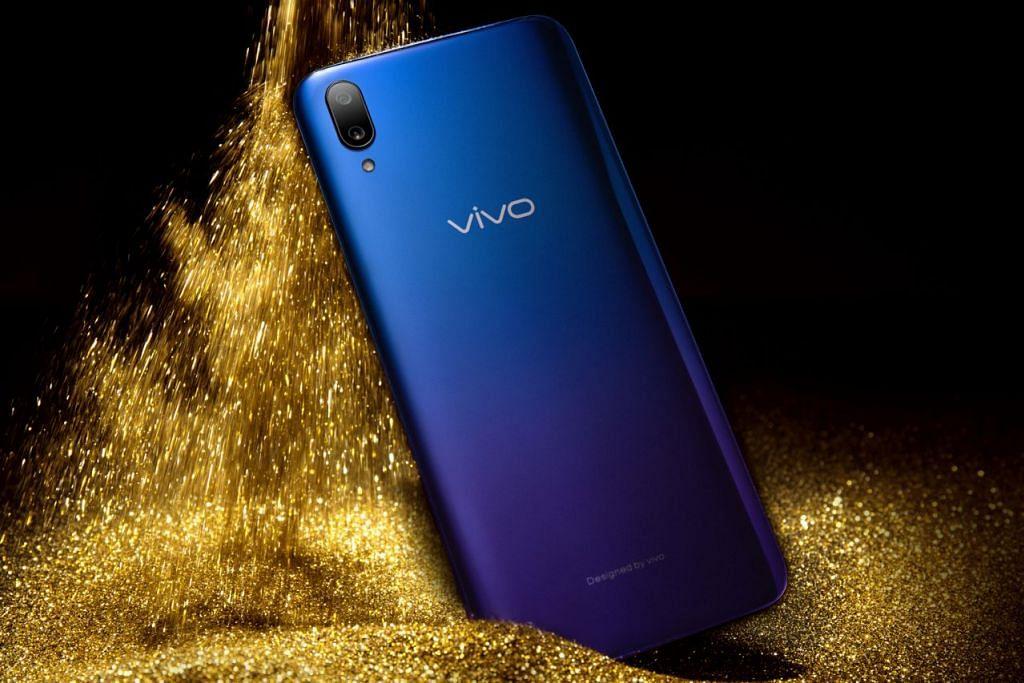 SEKILAS PRODUK - VIVO V11: Peranti ini menawarkan skrin paparan penuh Halo FullView dan sistem memproses Android. Telefon bijak ini mempunyai pilihan warna - fusion hitam dan biru, Starry Night dan Nebula, gabungan biru dan ungu. Harga Vivo V11 ialah $599 (tanpa kontrak). - Foto VIVO