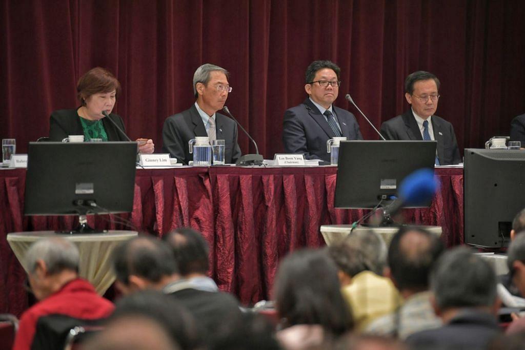 TERUS KUKUH: (Dari kiri) Peguam Am yang juga Naib Presiden Eksekutif Perhubungan Korporat & CSR SPH, Cik Ginney Lim; Pengerusi SPH, Dr Lee Boon Yang; CEO SPH, Encik Ng Yat Chung; dan Pengarah Lembaga SPH, Encik Quek See Tiat, semasa di AGM SPH semalam. - Foto BH oleh KUA CHEE SIONG