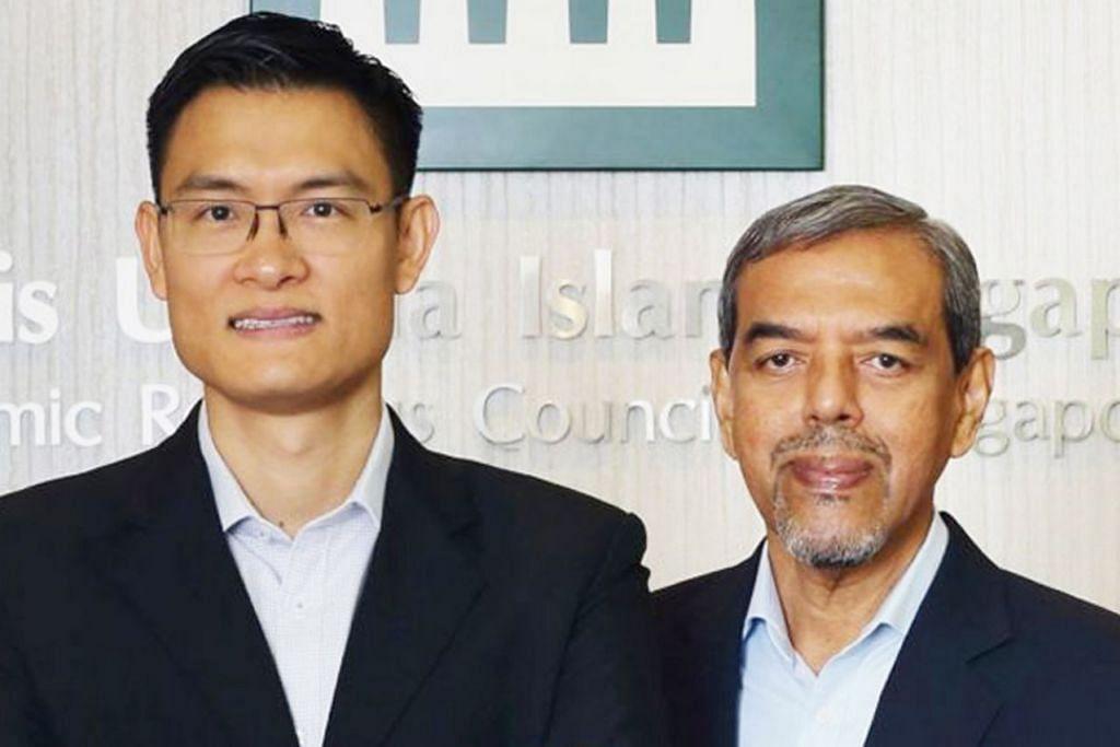 Ketua Eksekutif Majlis Ugama Islam Singapura (Muis), Haji Abdul Razak Hassan Maricar mengenai penggantinya, Encik Esa Masood (gambar atas).