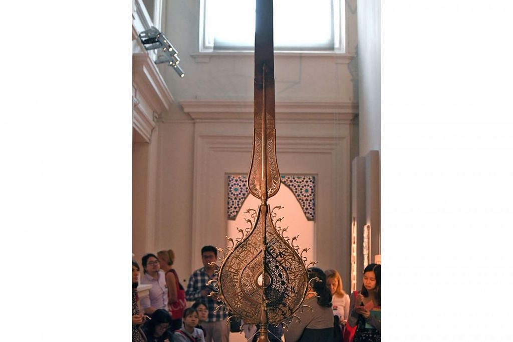 BAHAN SENI IRAN: Sebuah bahan perarakan dari zaman abad ke-18 di Iran setinggi 3.3 meter. - Foto MUZIUM TAMADUN ASIA