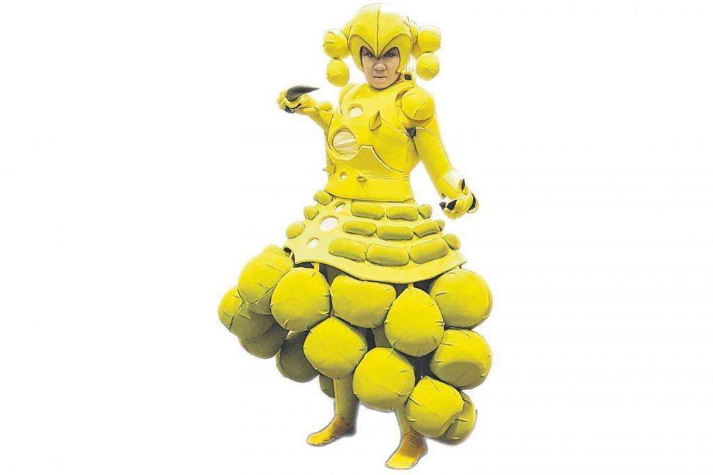UJI KREATIVITI: Cik Siti Norzaisah Zainudin mencipta pakaian 'cosplay' sendiri malah turut menerima tempahan daripada orang lain di dalam talian. Beliau mewujudkan watak garang Saiko di pertandingan Pesta Anime C3 Asia Singapura baru-baru ini. - Foto  ASIA PR WERKZ