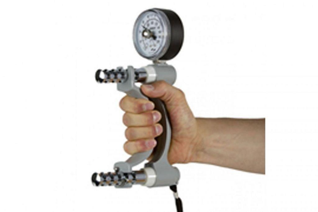 LEBIH BERKESAN: Inilah alat genggaman tangan Hand Dynamometer yang dijangka digunakan di klinik-klinik ginekologi di Hospital Universiti Nasional (NUH) dan Hospital Alexandra (AH) tidak lama lagi. - Foto HENGYY