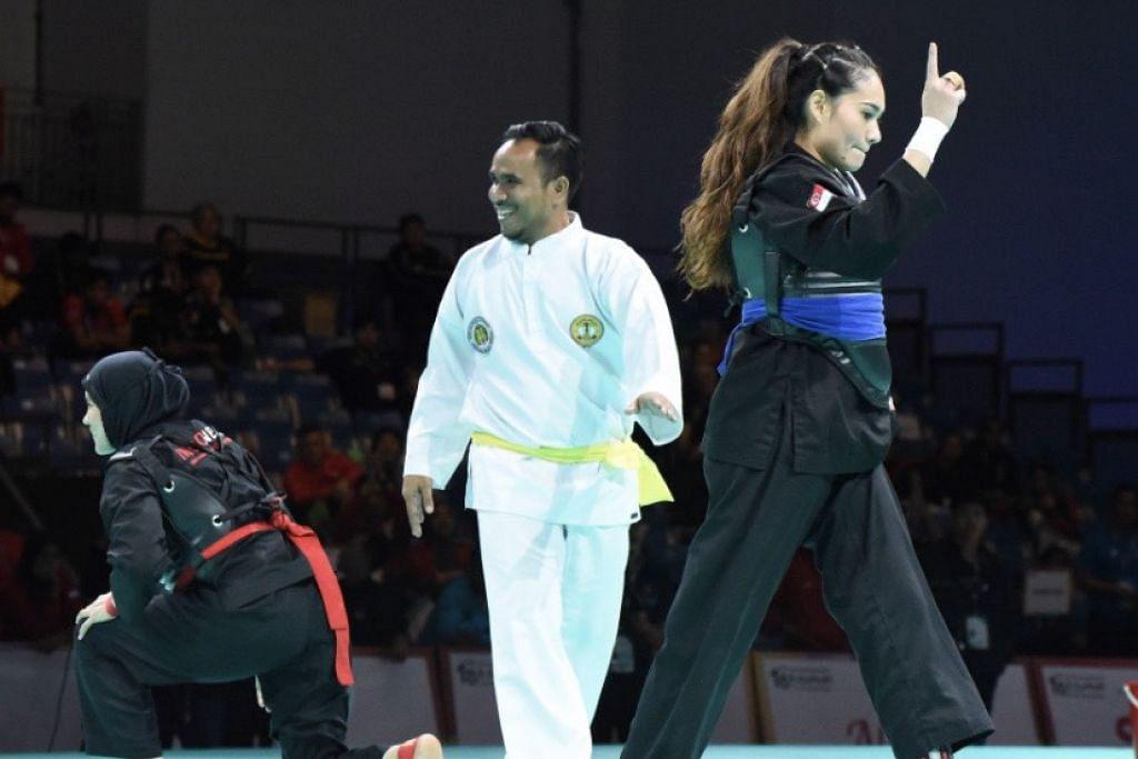 MARA KE PUSINGAN AKHIR: Selepas gagal tiga kali di kejohanan dunia, Nurul Suhailah (kanan) akhirnya berjaya melayakkan diri ke pusingan akhir selepas menewaskan seteru utamanya dari Indonesia, Selly Andriani.