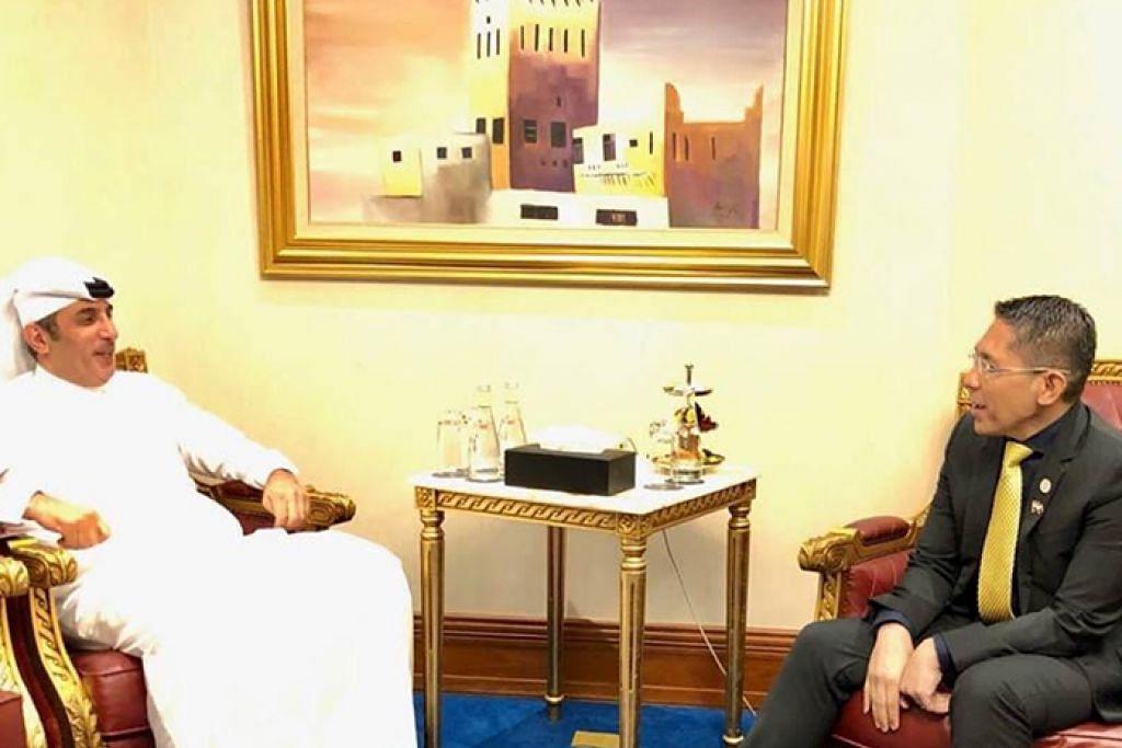 BERTUKAR PANDANGAN: Dr Maliki (kanan) menemui Setiausaha kepada Amir bagi Ehwal Keselamatan Qatar, Encik Mohammed Bin Ahmed Abdullah Al Misnad dan bertukar-tukar pandangan mengenai perkembangan rantau masing-masing. - Foto FACEBOOK DR MALIKI OSMAN