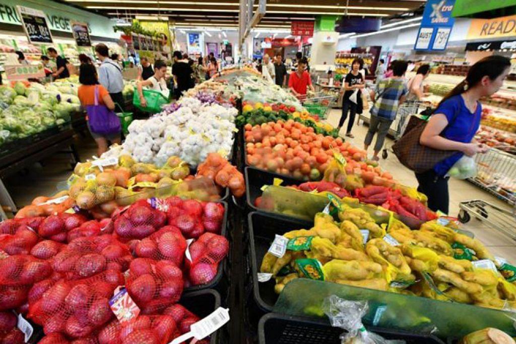 INFLASI: Kenaikan harga import akan ditanggung oleh pengguna, menurut Penguasa Kewangan Singapura (MAS) dan Kementerian Perdagangan dan Perusahaan (MTI). – Foto BH oleh LIM YAOHUI