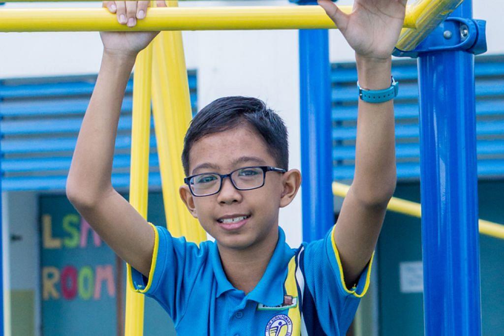 GEMBIRA DENGAN PILIHAN SEKOLAH: Muhammad Syahrul Danial Nor Azahar gembira dapat ke Sekolah Victoria meskipun dia akan mengambil masa 30 hingga 40 minit untuk ke sekolah barunya itu dari rumahnya. - Foto DIYANA TAHA
