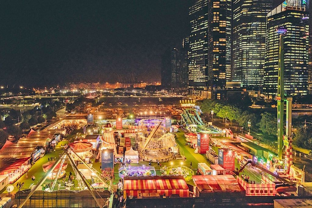 KEGIATAN SERONOK: Pengunjung boleh nikmati bermacam-macam permainan di Karnival Prudential Marina Bay (atas) yang akan berlangsung di Bayfront Event Space hujung tahun ini. - Foto Colossal