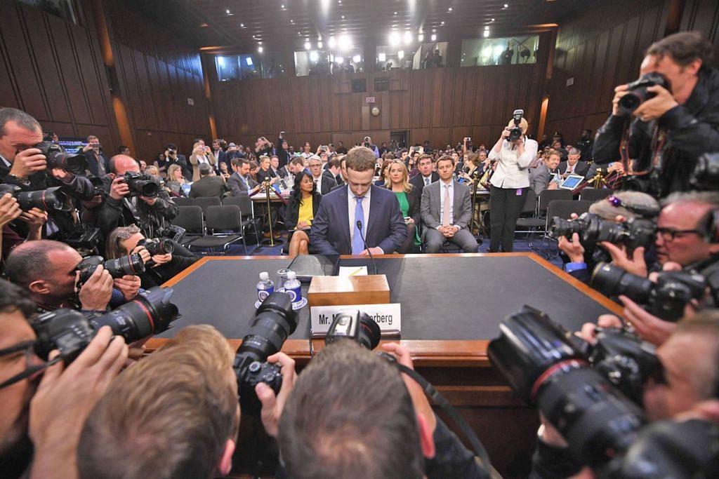 SKANDAL FACEBOOK: Mark Zuckerberg mengaku kepada jawatankuasa Senat Amerika data peribadi 87 juta pengguna Facebook dijual kepada Cambridge Analytica, yang menggunakannya bagi tujuan komersial dan politik. - Foto fail AFP