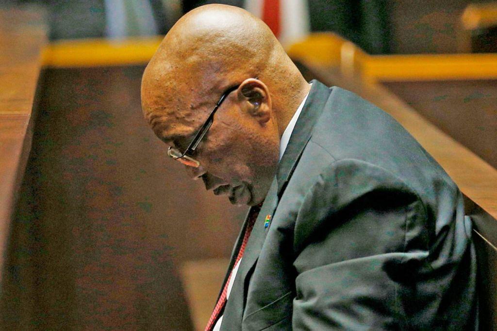 JACOB ZUMA: Selepas disingkir, presiden Afrika Selatan ini menghadapi 16 tuduhan rasuah berkaitan pembelian senjata.
